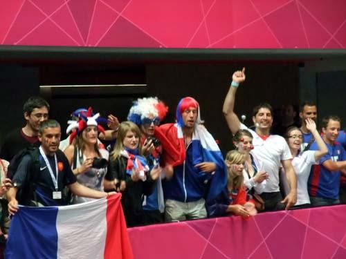 Glada franska supportrar