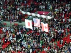 Segrarnas flaggor, damernas fotbollsfinal (USA, Japan, Kanada)